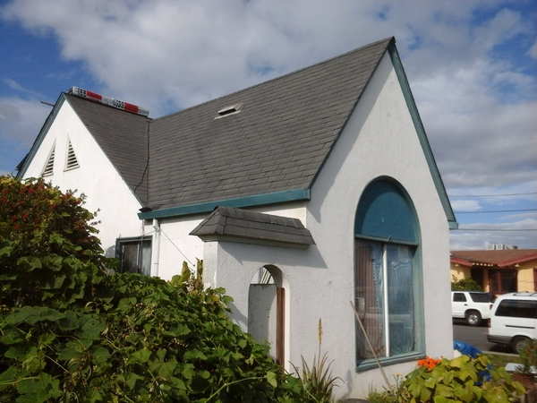 Small residential home with new asphalt roof